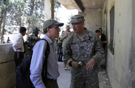 L'Ambassadeur Ford à Hama juillet 2011
